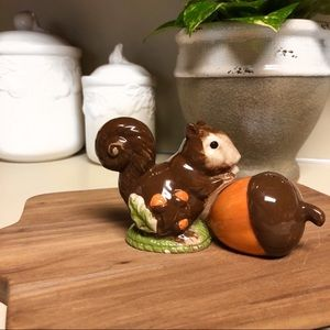 Vintage S/P Shakers squirrel acorn thanksgiving